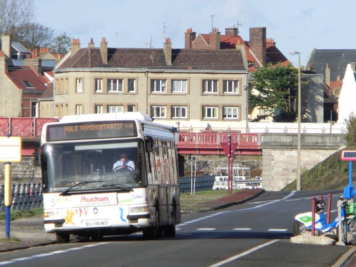 Les bus stationnent plus de 10 min sur les bandes cyclables !